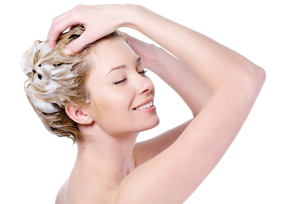 нанесение масок для волос